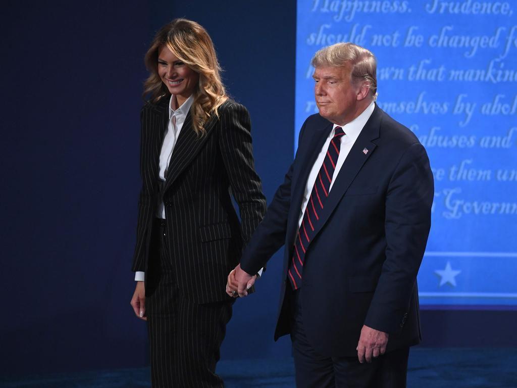 Hành động trái ngược giữa vợ hai ứng viên tổng thống sau màn tranh luận đầu tiên Ảnh 1