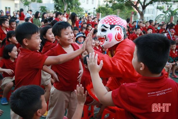'Bay lên cung trăng' cùng học sinh iSchool Hà Tĩnh Ảnh 11