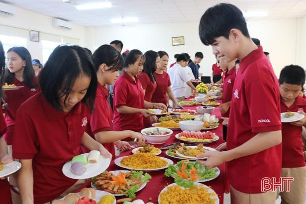 'Bay lên cung trăng' cùng học sinh iSchool Hà Tĩnh Ảnh 14