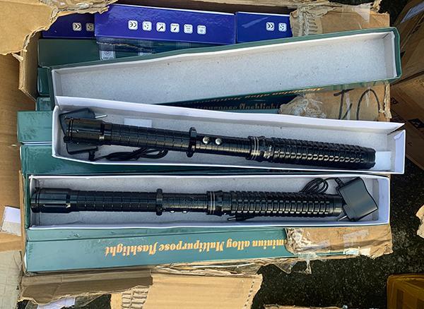 Tuồn lậu hơn 1.300 công cụ hỗ trợ qua biên giới Ảnh 2