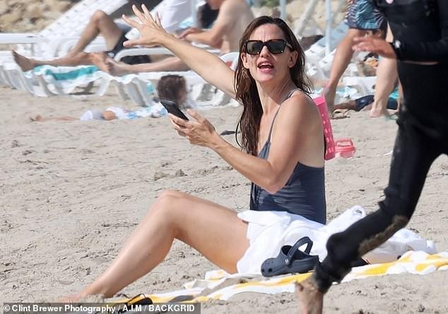 Jennifer Garner diện áo tắm thả dáng cực sexy ở tuổi U50 Ảnh 6