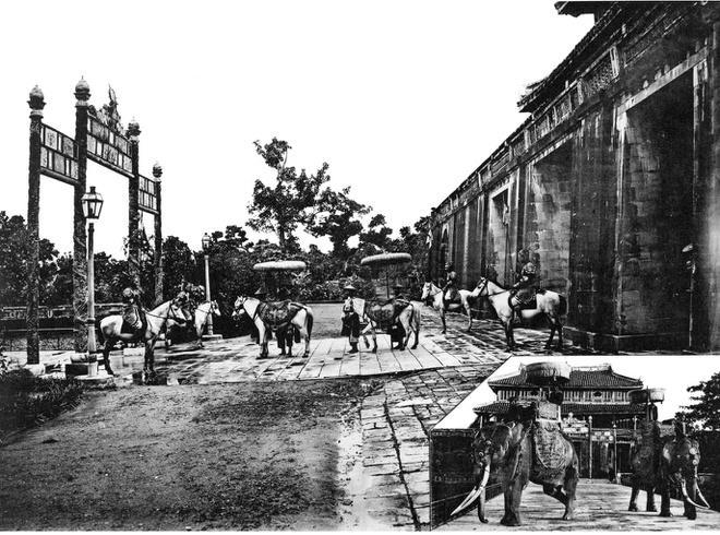 Ảnh chụp sinh hoạt của người Việt hơn 100 năm trước Ảnh 1