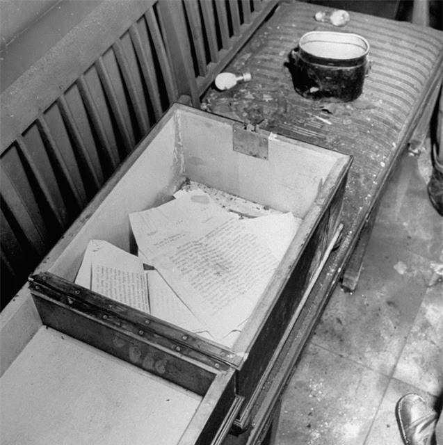 'Ám ảnh' cảnh tượng bên trong boongke của Hitler và Berlin hoang tàn Ảnh 6