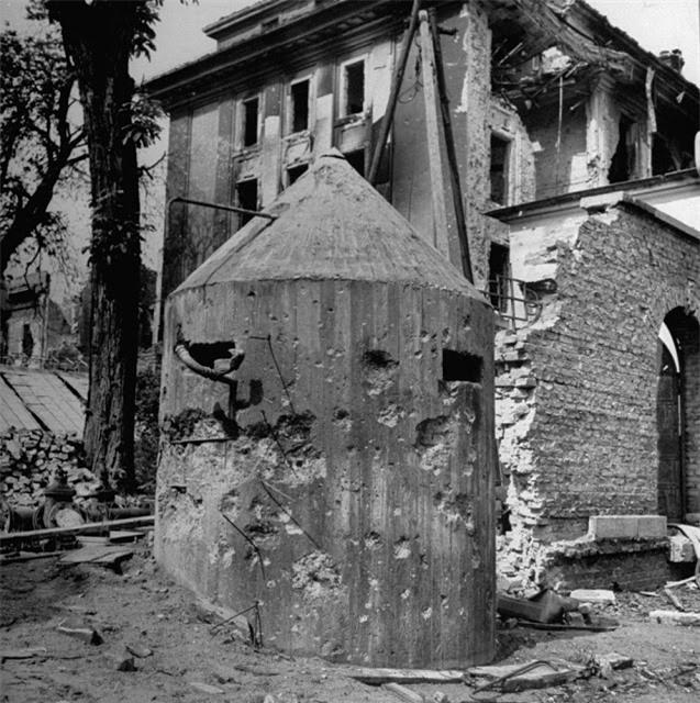 'Ám ảnh' cảnh tượng bên trong boongke của Hitler và Berlin hoang tàn Ảnh 13
