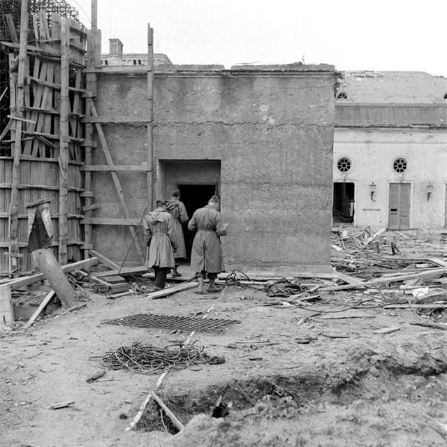 'Ám ảnh' cảnh tượng bên trong boongke của Hitler và Berlin hoang tàn Ảnh 12