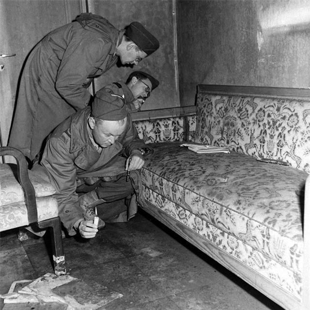 'Ám ảnh' cảnh tượng bên trong boongke của Hitler và Berlin hoang tàn Ảnh 4