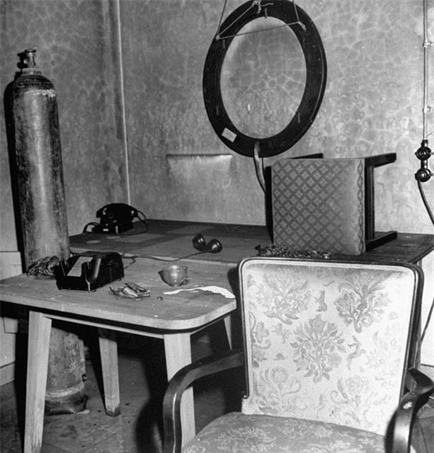 'Ám ảnh' cảnh tượng bên trong boongke của Hitler và Berlin hoang tàn Ảnh 5