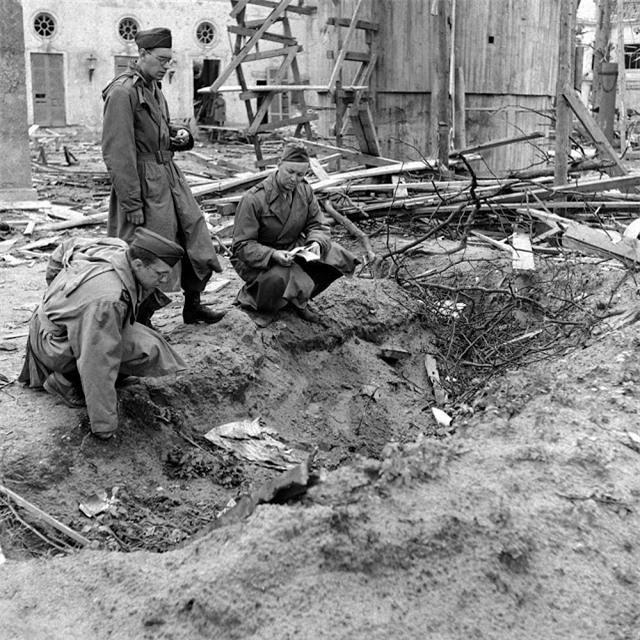 'Ám ảnh' cảnh tượng bên trong boongke của Hitler và Berlin hoang tàn Ảnh 11
