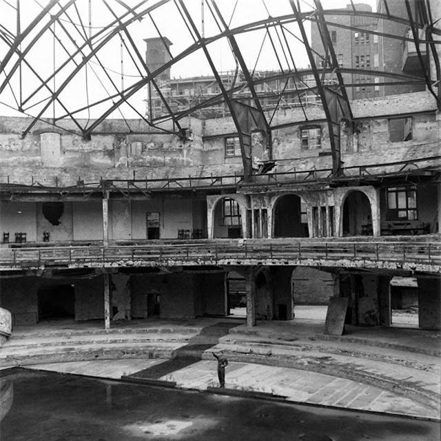 'Ám ảnh' cảnh tượng bên trong boongke của Hitler và Berlin hoang tàn Ảnh 16