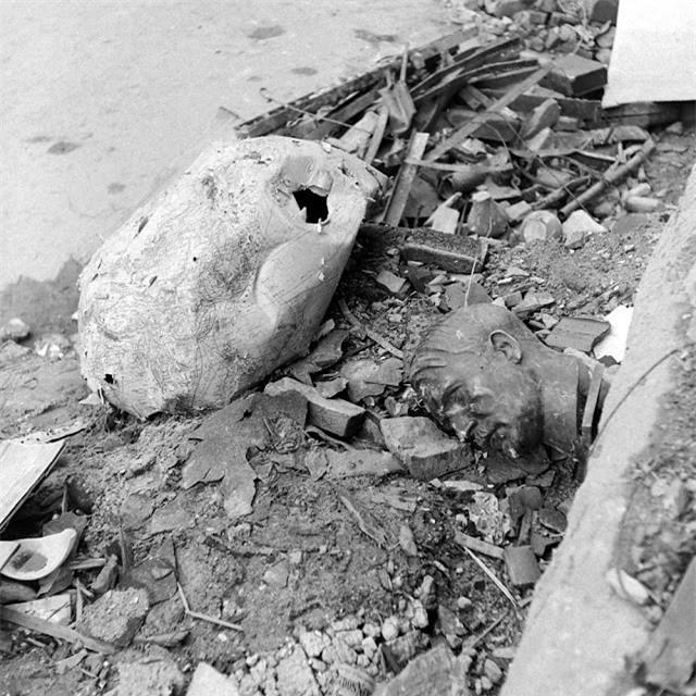 'Ám ảnh' cảnh tượng bên trong boongke của Hitler và Berlin hoang tàn Ảnh 17