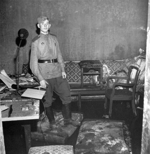 'Ám ảnh' cảnh tượng bên trong boongke của Hitler và Berlin hoang tàn Ảnh 7