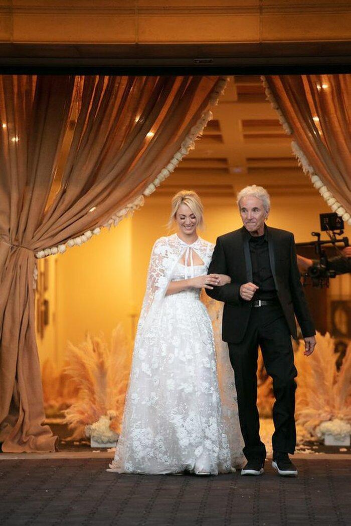 9 bộ váy cưới 'khác bọt' gây tốn giấy mực của người nổi tiếng Ảnh 6