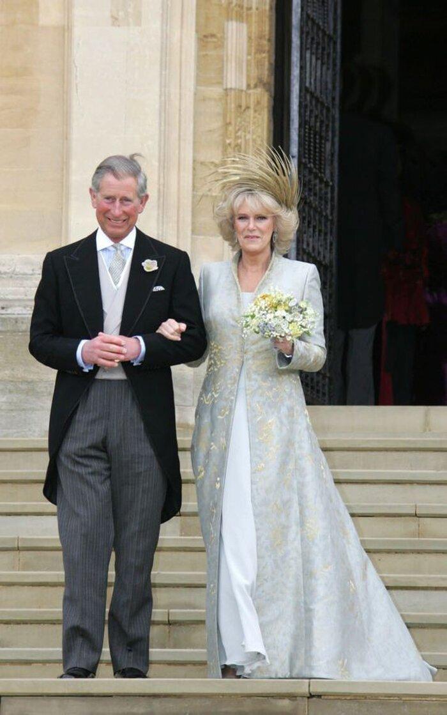 9 bộ váy cưới 'khác bọt' gây tốn giấy mực của người nổi tiếng Ảnh 7