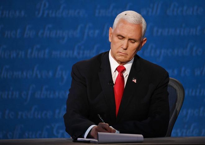 Washington Post đăng bài phỏng vấn con ruồi trên tóc ông Mike Pence Ảnh 1
