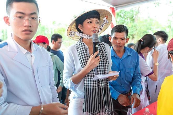 Lý Hải, Minh Hà quyên góp hơn 560 triệu đồng ủng hộ miền Trung Ảnh 2