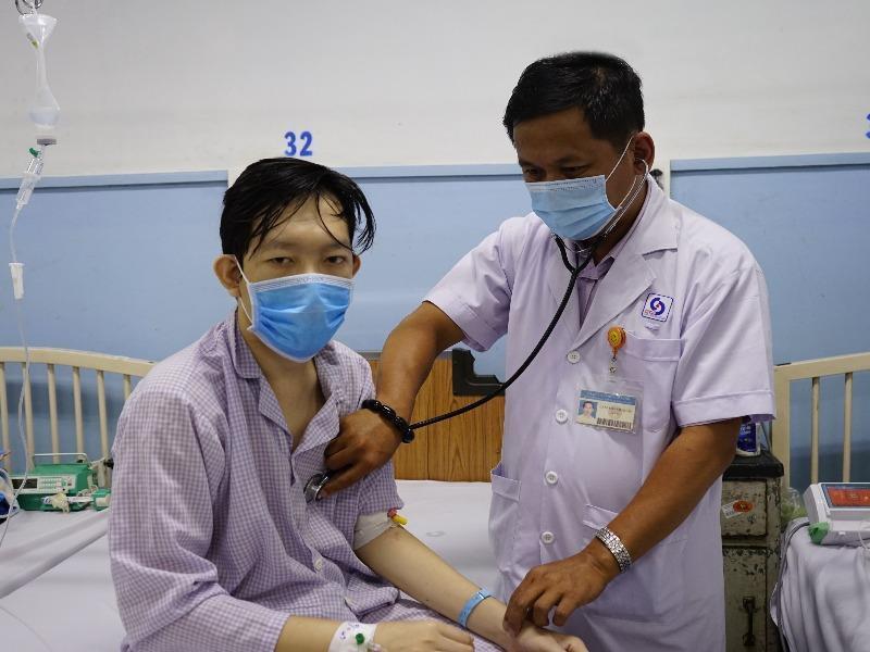 Căn bệnh không ngờ khiến chàng trai đi cầu ra máu ồ ạt