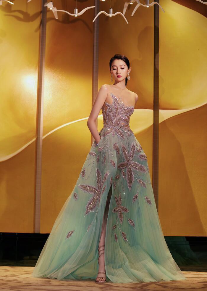 'Kim Ưng 2020': Cận cảnh nhan sắc của Quan Hiểu Đồng, Đàm Tùng Vận - Trương Tân Thành cùng loạt sao Cbiz Ảnh 6
