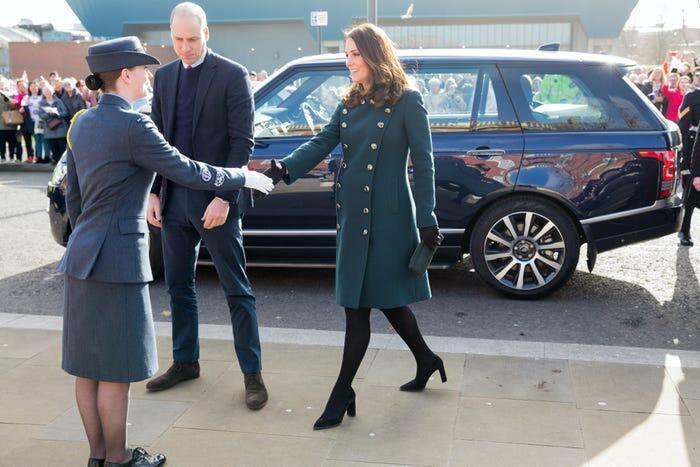 Thời trang áo khoác thanh lịch của công nương Kate Middleton Ảnh 13
