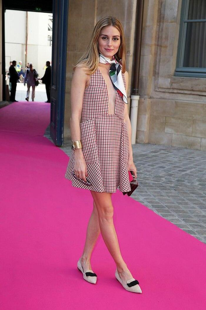 Lên đồ với khăn lụa quấn cổ chuẩn tiểu thư Pháp như Emily in Paris Ảnh 10