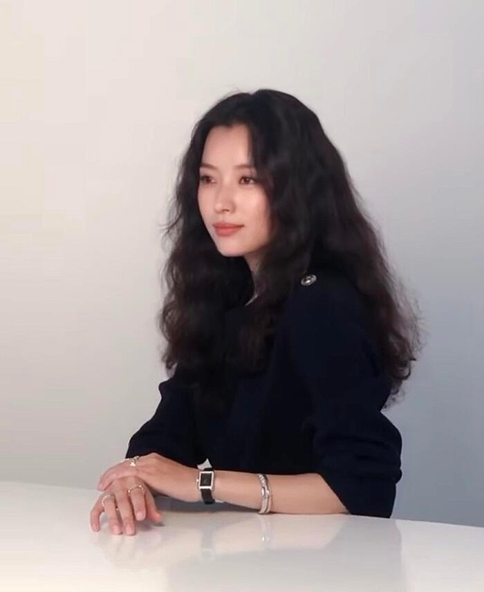 Han Hyo Joo 'lột xác' thành Song Hye Kyo, Han Ji Min gợi cảm: 3 chị đại đẹp áp đảo dàn idol! Ảnh 3