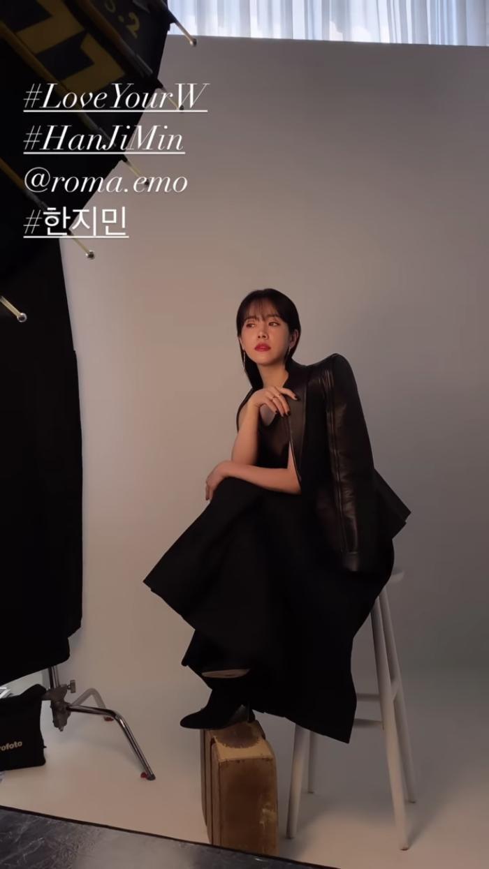 Han Hyo Joo 'lột xác' thành Song Hye Kyo, Han Ji Min gợi cảm: 3 chị đại đẹp áp đảo dàn idol! Ảnh 16