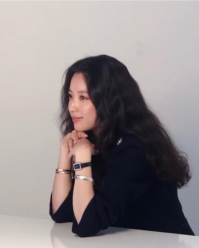 Han Hyo Joo 'lột xác' thành Song Hye Kyo, Han Ji Min gợi cảm: 3 chị đại đẹp áp đảo dàn idol! Ảnh 4