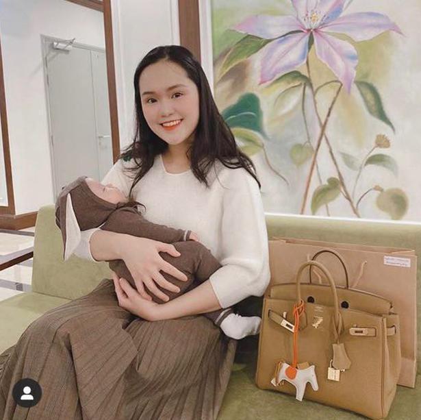 Quỳnh Anh - vợ trung vệ Duy Mạnh khoe nhan sắc 'gái một con' Ảnh 1