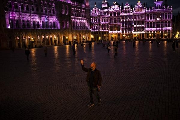 Châu Âu 'chìm trong im lặng và bóng tối' do Covid-19 Ảnh 1