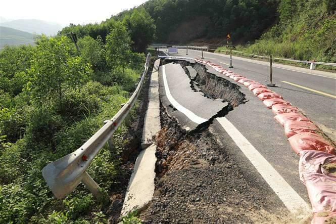 Giao thông Quảng Bình thiệt hại nặng do mưa lũ Ảnh 1