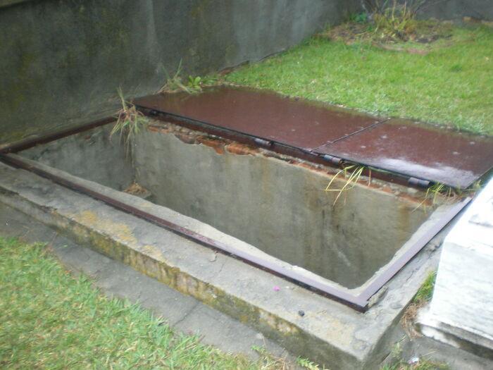 Lối nhỏ đặc biệt sát phần mộ 149 năm tuổi khiến dân tình tò mò nhưng lý do đằng sau lại khiến ai nấy bật khóc Ảnh 4