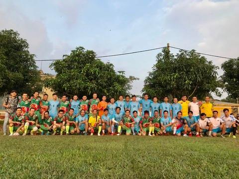 Giao hữu bóng đá 'Thương về miền Trung' quyên góp cho bà con vùng lũ Ảnh 4