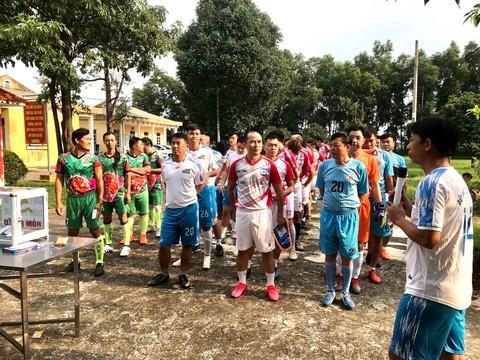 Giao hữu bóng đá 'Thương về miền Trung' quyên góp cho bà con vùng lũ Ảnh 1
