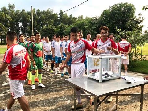 Giao hữu bóng đá 'Thương về miền Trung' quyên góp cho bà con vùng lũ Ảnh 3