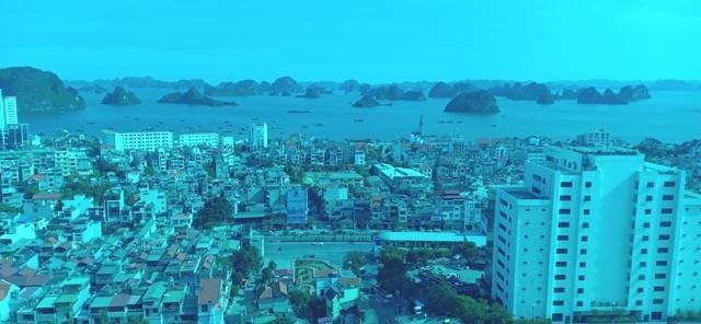 Khách du lịch đến Quảng Ninh ngày một đông Ảnh 1