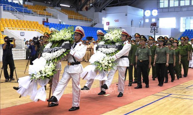 Lễ viếng Đại úy Trương Văn Thắng hy sinh khi giúp dân sau lũ dữ Ảnh 4