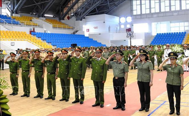 Lễ viếng Đại úy Trương Văn Thắng hy sinh khi giúp dân sau lũ dữ Ảnh 5