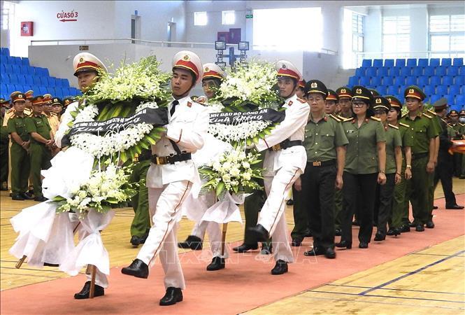 Lễ viếng Đại úy Trương Văn Thắng hy sinh khi giúp dân sau lũ dữ Ảnh 6