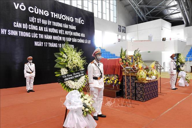 Lễ viếng Đại úy Trương Văn Thắng hy sinh khi giúp dân sau lũ dữ Ảnh 1