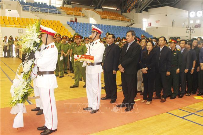 Lễ viếng Đại úy Trương Văn Thắng hy sinh khi giúp dân sau lũ dữ Ảnh 3