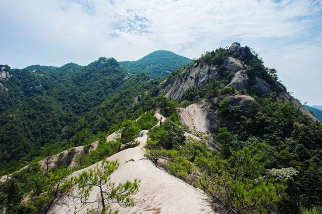 Cảnh quan trên đỉnh ngọn núi được ví như ''thiên đường đi bộ đường dài'' Ảnh 8