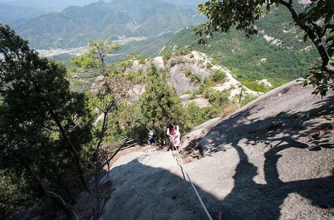 Cảnh quan trên đỉnh ngọn núi được ví như ''thiên đường đi bộ đường dài'' Ảnh 6