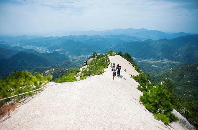 Cảnh quan trên đỉnh ngọn núi được ví như ''thiên đường đi bộ đường dài'' Ảnh 9