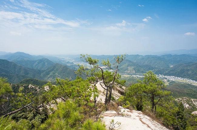 Cảnh quan trên đỉnh ngọn núi được ví như ''thiên đường đi bộ đường dài'' Ảnh 1