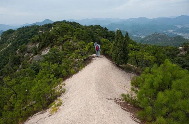 Cảnh quan trên đỉnh ngọn núi được ví như ''thiên đường đi bộ đường dài'' Ảnh 10