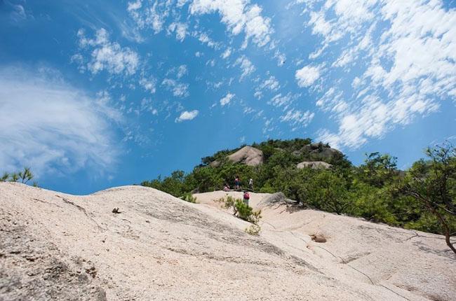 Cảnh quan trên đỉnh ngọn núi được ví như ''thiên đường đi bộ đường dài'' Ảnh 7
