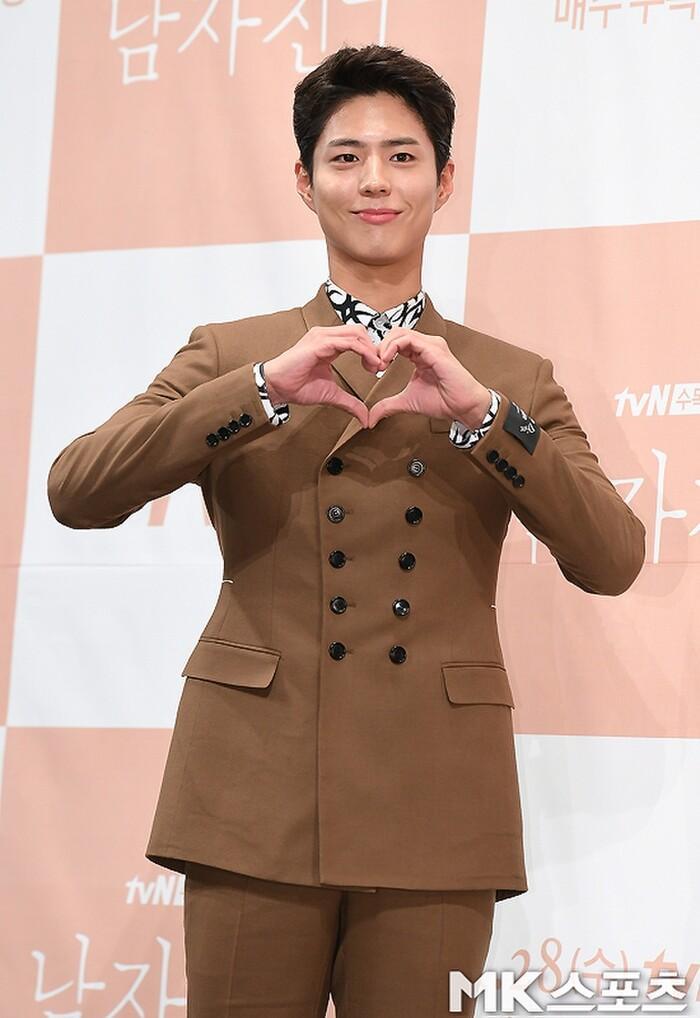 Họp báo phim mới của Park Bo Gum nhưng Gong Yoo chiếm 'spotlight' vì ngoại hình kém sắc Ảnh 3