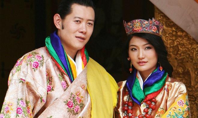 3 anh em Quốc vương Bhutan lấy 3 chị em cùng một nhà Ảnh 1