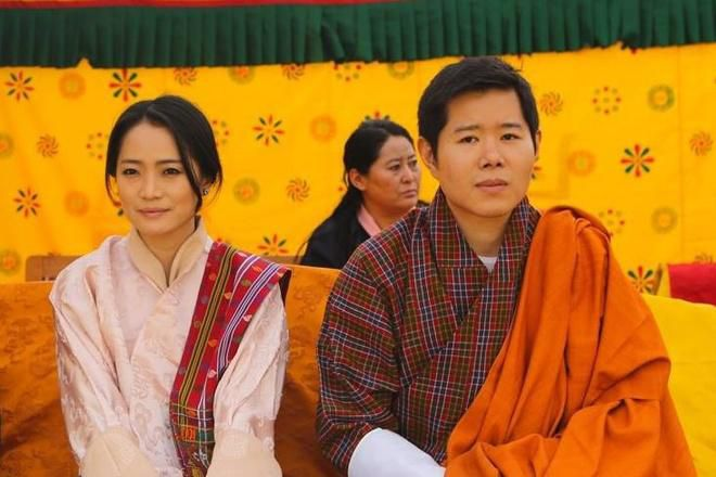 3 anh em Quốc vương Bhutan lấy 3 chị em cùng một nhà Ảnh 4