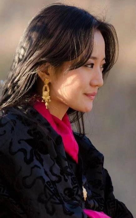 3 anh em Quốc vương Bhutan lấy 3 chị em cùng một nhà Ảnh 6
