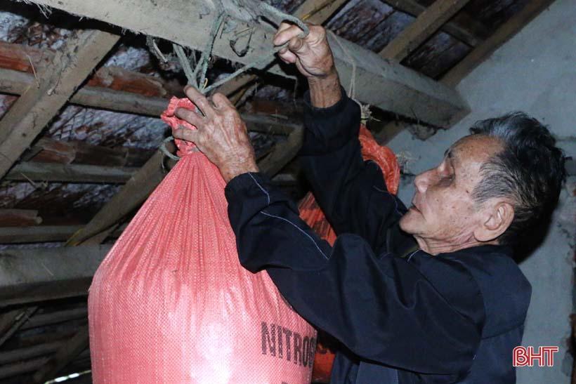 'Nhật ký chạy lũ' của vợ chồng ông lão ngoài 80 tuổi ở Hà Tĩnh Ảnh 9